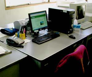 事務所の机の写真